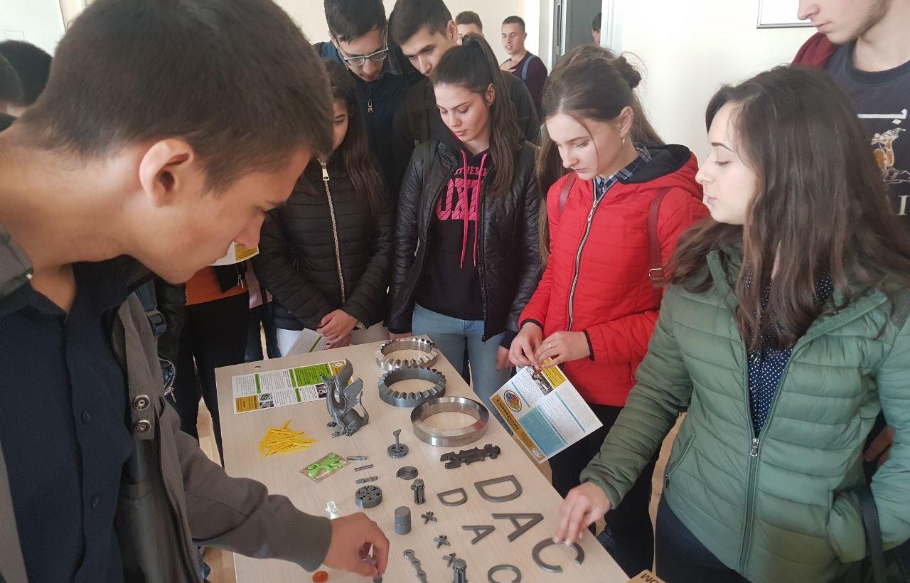"""Elevi de la liceul """"Mihai Eminescu"""" și """"Ion Vatamanu"""" din Strășeni au vizitat Colegiul de Inginerie"""