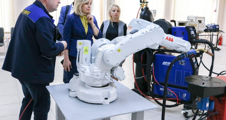 """Iulia Costin: """"Ingineria reprezintă viitorul. Meseriile care se studiază la Colegiul de Inginerie aduc plus valoare în societate."""""""