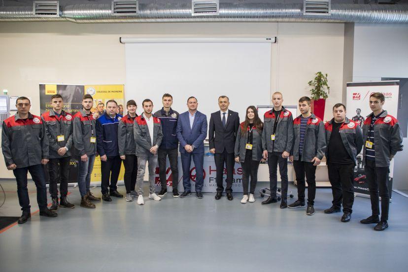 """Premierul a vizitat Colegiul de inginerie din Strășeni: """"Aici este viitorul, de aceea vrem să dezvoltăm platforme industriale peste tot în țară"""""""